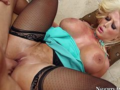 Big ass milf Alura Jenson with huge baps gets slammed