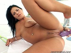 Brunette hottie Giovanna Fontana takes her bikini off and demonstrates her butt and pussy. Then she takes a dildo and begins to toy her shaved pussy.