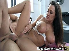 Lisa Ann getting worked out