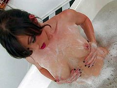 Naked attractive brunette Jennifer White shows off her perky boobs and rubs her hairless pussy as she takes a bubble bath.She shows off her sexy wet body and plays with herself on camera.