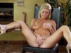 Captivating blondie Niki Lee Young takes care of her own orgasm