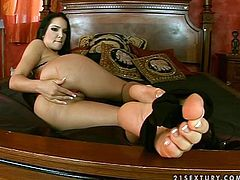 Pretty dark-haired girl Esmerelda demonstrates her butt, fingers her pussy and then licks and sucks her stunning toes.