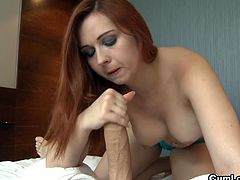 Watch the Alluring redhead belle Angell Summers giving her man a hell of a pov handjob and blowjob.
