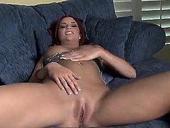 Young sexy chick Jayden Cole masturbates in front of the camera! She has elegant forms, cool hairstyle, shaved vagina and curvy face. She is a sweet girl, that wants to be loved hard