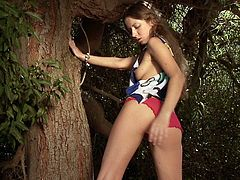 Sexy teen likes playing wiht her juicy vag in outdoor porn solo sesison