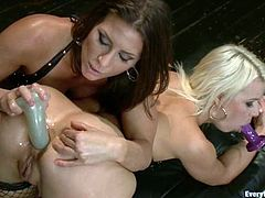 Fetish pleasures with two smoking hot lesbian chicks