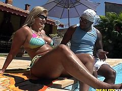 Aroused black daddy enjoys giving erotic massage to curvy blond mom