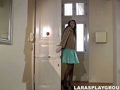 This brunette from Britain wears dress, heels and stockings. Kinky mature nympho looks rather bright. She seduces a just met dude for getting her pussy rubbed. Sucking his tool for cum is surely the best delight for too voracious blowlerina.