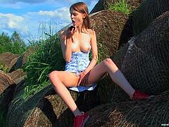 Young hottie loves feeling huge toy drilling her tight ass hole in outdoor solo scene