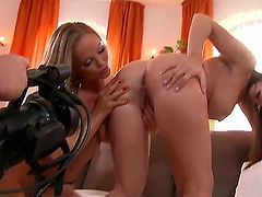 Cindy Dollar has some lesbian sex fantasies to be fulfilled with Silvia Saint