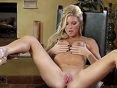 Niki Young wants this solo sex session to last forever