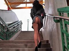 Public video is all about flashing her ass