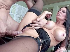 Vanilla Deville is a really beautiful milf with long legs and big jugs. This slutty woman spreads for handsome guys from time to time,. Thus time she gets her pink fuck hole drilled by horny Bruce Venture.