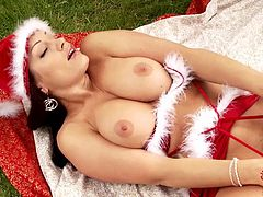 Sweet outdoor posing for x-mas