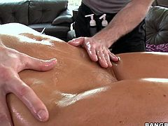 round boobs slut gets oiled