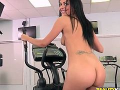 Sporty booty brunette takes the lead and gives a solid blowjob for sperm