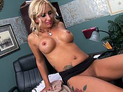 blonde mom that loves black meat