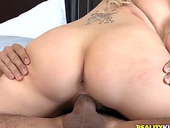 Pretty blonde Syren Sexton gives a nice blowjob to her man. Then the dude slides his prick into Syren's vag and fucks it remarcably well doggy style and in other positions.