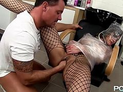She was a very naughty babe and now the Czech slut Leone is receiving one hell of a fisting. The guy wrapped her in polyethylene and taunted her pussy before fisting it roughly. Look at the legs this bitch has and that sexy red booty. Damn her hot body asks for a hard fuck and receives it! Enjoy it