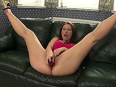 Melissa Ria wants Lucy Bell to lick her wet spot forever