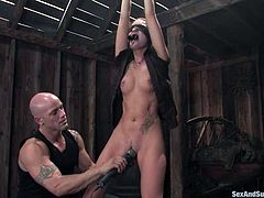 THis filthy and sizzling hottie Chayse Evans and her sex master Derrick Pierce are having a great BDSM time. Babe loves being inflicted to a painful orgasm!