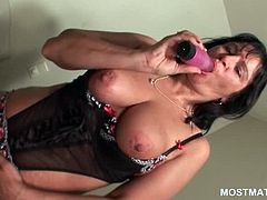 Seductive mature tramp teasing her starved pussy with a vibrator