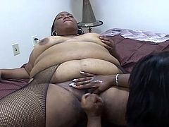 Horny ebony BBWs get naked and engage in nasty pussy toying. The open teir fat legs and bring each other to orgasm with their favorite toys, wanna see?