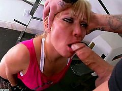 Blonde breathtaker Austin Taylor blows the jizz out of pole
