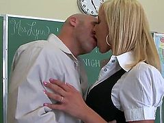 Jessica Lynn is horny as hell and sucks dudes hard meat stick with wild enthusiasm
