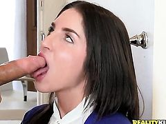 Brunette Giselle Leon takes Erik Everhards cum loaded worm in her snatch