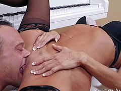 Mature blonde honey Tara Holiday is really enjoying in giving piano classes and is getting a special thanks from her arousing student from behind with great pleasure in living room