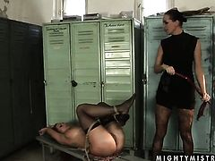 Brunette Mandy Bright howls in lesbian sexual ecstasy with Katy Parker