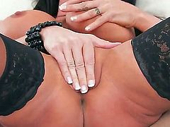 Jessica Jaymes loves to show her goodies