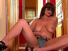 Luxurious woman LaTaya Roxx got what to demonstrate and she waits for you to have tons of relaxation together. Now she stays in panties only and starts stripping.