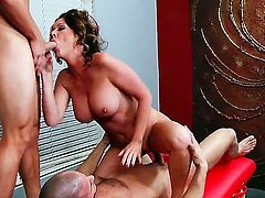 My-Friends-Hot-Mom-Raquel DeVine fucking a messuse