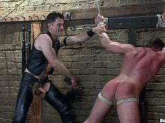 Gay bondage fuck-scene with naughty dudes