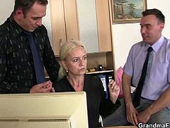 She always wanted to try the cocks of her employees. This blonde mature sucked them off really nice and took them into her old cunt!