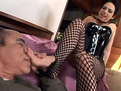 Attractive brunette gets her toes sucked on sofa