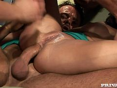 Gilda Roberts and Leah Lush make hot show in 2 vs 2 video. Two sexy chicks suck big dicks and then get their wet pussies fucked hard. They also get facialed massively.