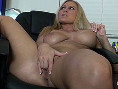 Slutty blonde Devon Lee feels great sticking her new toy down her juicy twat
