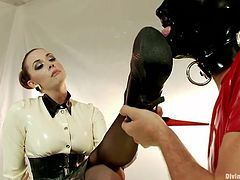 Mistress Chanel is a bossy lady that likes her men dressed in latex and submissive. She puts Tony to inflate a balloon while wearing a latex costume and a latex mask. the guy obeys her and does plays the kinky game. Because he was dutiful the mistress allows him to lick her high heels and feet