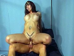 Curvaceous Indian slut is fucked in her ass at first time