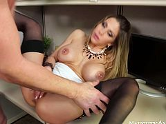 Mind taking bosomy brunette pornstar Rachel Roxxx tops a huge cock of Billy Glide to ride it reverse before she clings to it to give it a fantastic blowjob.