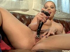 Amazing hottie Alexis Texas shows what a bad girl she is. She strokes her cute body ardently and then gets her coochie smashed by a fucking machine.
