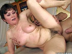 This mature woman needs a good, stiff cock to satisfy her hunger for sex. She gets into sideways position to let her lover drill her snatch hard. Then she pleases him with a blowjob.