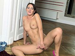 Brunette babe Nia Black is amazing by deep stroking her tight vag in wild solo