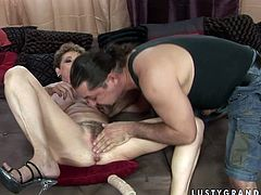Spoiled elderly woman gets her her juicy muff pounded hard by fucking machine. Then she spreads her legs wide to let her lover get a taste of mature snatch. After a while she returns the favor with a blowjob.