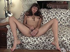 Tall and slim amateur brunette girl Willow toying her tight bushy cunt for you