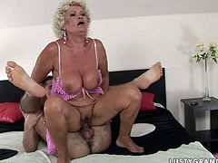 Dirty like mud booty and busty old whore in pink nightie is a great cock sucker. This fat old slut loves 69 and likes getting her wet mature cunt licked properly right on the wide bed.