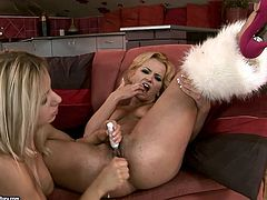 Ruined blond MILF Kitty Gold lies with legs wide open stimulating her clit with vibrator while a voracious lesbian pounds her oversized pussy with dildo.